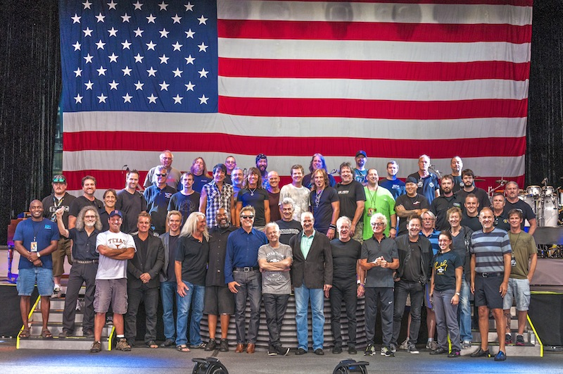 REO Speedwagon & Chicago Tour 2014, band and crew photo